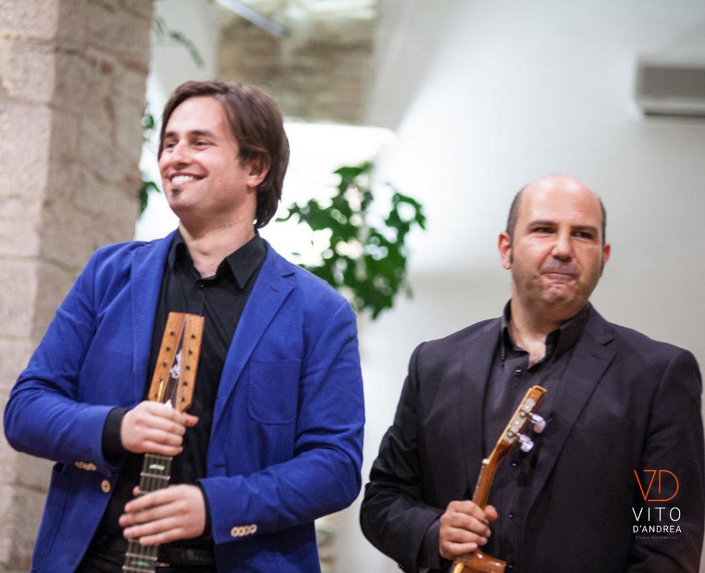 luca fabrizio e marcello de carolis duo musicale lucano che suona chitarra classica chitarra battente mandolino mandola cuatro charango cavaquinho