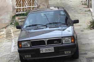 Lancia delta GT del 1989 della famiglia De Carolis servita come auto dei coniugi leone - Padula per il videoclip albero solitario