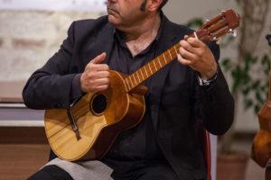 Cuatro suonato in Italia dal musicista Lucano Luca Fabrizio (Cordaminazioni)