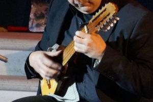Charango suonato in Italia dal musicista Lucano Luca Fabrizio (Cordaminazioni)
