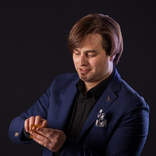 Marcello De Carolis musicista e chitarrista specializzato in chitarra battente e chitarra classica